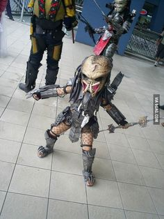 Funny pictures about Little Predator On The Loose. Oh, and cool pics about Little Predator On The Loose. Also, Little Predator On The Loose photos. Alien Vs Predator, Predator Costume, Predator Cosplay, Predator Art, Epic Cosplay, Amazing Cosplay, Cosplay Ideas, Alien Cosplay, Costume Ideas