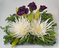 The roses are made out of red cabbage and chrysanthemums are cut out of Chinese cabbage - step-by-step pictorial