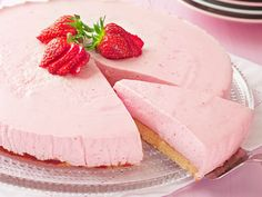 Mansikka-juustokakku Pie Recipes, Cooking Recipes, Healthy Recipes, Healthy Food, Raspberry Desserts, Pastry Cake, Sweet And Salty, Cheesecakes, Nutella