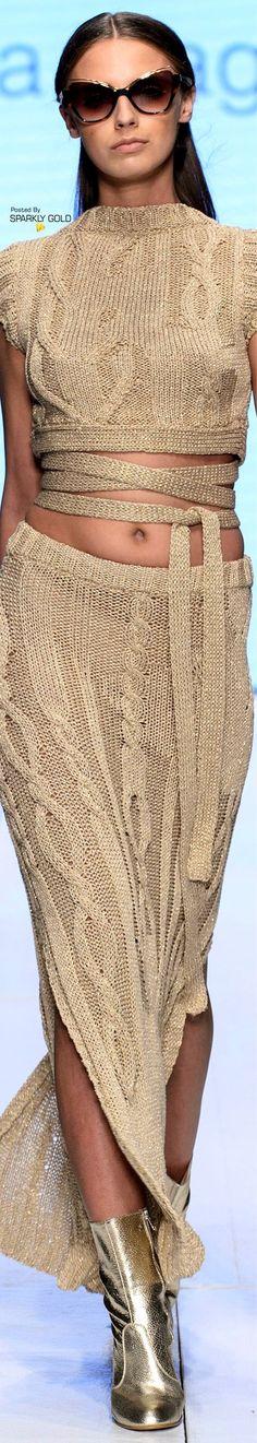 Laura Biagiotti Spring 2018 RTW Knitwear Fashion, Knit Fashion, Love Fashion, High Fashion, Fashion Design, Fashion 2018, Runway Fashion, Womens Fashion, Sexy Outfits