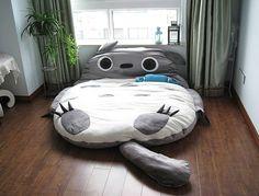 Un gros coussin bien moelleux pour une salle de jeux enfants, ou un lit pour une chambred'enfant inspiré du célèbre dessin animé japonais Mon voisin Tororo Tweet