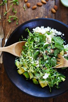 Green Goddess Detox Salad - avocado, almonds, spinach, pea shoots, and healthy homemade Green Goddess dressing. Healthy + yummy. | pinchofyu...