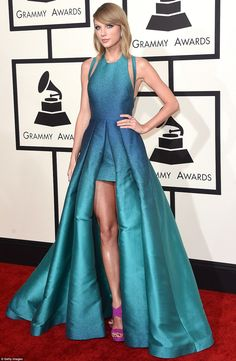 We just can't shake off this incredible look:Taylor Swift was one of the few Grammy guests to wear a bright color