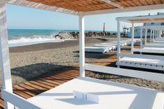 Zona de Hamacas y Camas balinesas, disfruta de la tranquilidad de Café del Mar, pídele tu almuerzo/merienda/cocktail/gintonic a nuestro camarero, te lo servirá en la cama! ;)