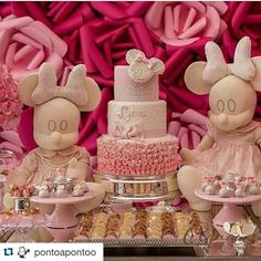 Obrigada pelo carinho ❣❣@pontoapontoo with @repostapp. ・・・ Decor @claudiakretzschmar Bolo @bolosdoramon Doces @gillianthais  #festaminierosa #rosa#mundorosa#buffet #popcakes #festadisney#festademenina#festas#docesfinos#chocolatesfinos #dulce#sweet #sugarflowers #sugar #sugarflower #hkonlineshop #festademeninas #meninas#festainfantil #girls #girlsfashion #painel3d#3d#linda#evening #decoração #cerimonialista#parabéns #docespersonalizados