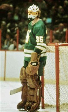 Hockey Goalie Gear, Hockey Games, Ice Hockey, Thomas University, Gary Smith, Minnesota North Stars, Goalie Mask, Edmonton Oilers, Vancouver Canucks