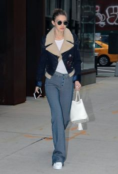 Gigi Hadid Photos Photos - Model Gigi Hadid steps out in New York City, New York on January 23, 2017. Gigi has decided to stay in NYC while her sister Bella is enjoying Paris Fashion Week with her bestie Kendall Jenner. - Gigi Hadid Out And About In NYC