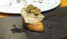 Pincho de bacalao Fresco, Canapes, Baked Potato, Camembert Cheese, Tapas, French Toast, Muffin, Baking, Breakfast