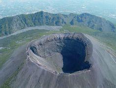 Google Image Result for http://www.latelanera.com/images_bank/ilpozzo/2011/02/vesuvio-vulcano-odierno.jpg
