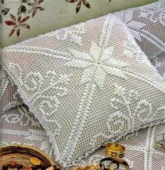Square Crochet Pillows Step By Step For 2020 Crochet Bedspread, Crochet Cushions, Crochet Pillow, Crochet Art, Crochet Home, Filet Crochet, Crochet Motif, Crochet Cushion Cover, Crotchet Patterns