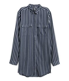 Dark blue/striped. Long shirt in soft, woven viscose fabric. Chest pockets with flap and button. Rounded hem, slightly longer at back.
