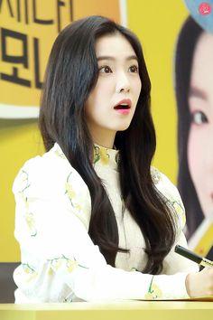 Irene in Lemona Event Kpop Girl Groups, Korean Girl Groups, Kpop Girls, K Pop, Rapper, Red Velvet Irene, Korean Bands, Korean Singer, South Korean Girls