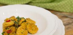 Herbstzeit ist Kürbiszeit. Immer nur Suppe aber langweilig. Heute haben wir ein Rezept für selbstgemachte Kürbis Gnoochi für Euch.