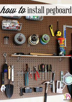 O en su lugar intenta con un tablero de clavijas. | 38 ideas para organizar tu garaje que son prácticamente geniales