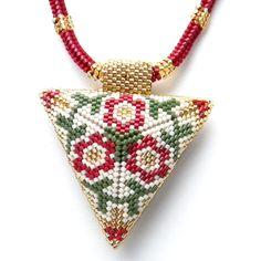 Кулон в виде объемного треугольника, орнамент авторский. Так как стороны треугольника разные, то получается два украшения в одном, можно носить наружу тот одной сторной, то другой. Размеры: сторона треугольника – 5,5 см, длина жгута – 44 см. Задать вопрос по товару:
