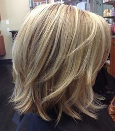 Haarschnitt frauen Short to medium layered haircuts # layered How To Throw Medium Layered Haircuts, Medium Hair Cuts, Short Hair Cuts, Haircut Medium, Haircut Short, Curly Short, Haircut Style, Pixie Haircut, Curly Bob