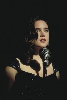 "Jennifer Connelly in Alex Proyas' dystopian science fiction thriller, ""Dark City"" Paul Bettany, Dark City, Gotham City, Jennifer Connelly Young, Jennifer Connelly Movies, Film Science Fiction, Fiction Movies, Requiem For A Dream, Foto Portrait"