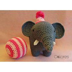 pilar_pina:: Los únicos elefantes que pueden estar en el circo son los de #crochet  #noalmaltratoanimal #adopta  #ganchillo #crocheting #crochetlover #crochetaddict #tejeresmisuperpoder #lana #regalos #handmade #hechoamano #colores #tejoencualquierparte #amigurumi #zaragoza #instagramers #kpturas #igerszaragoza #igersaragon #igerszgz # elefante