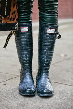 http://fashioninspirationdaily.blogspot.ro/2013/10/these-rubber-boots-are-made-for-walking.html