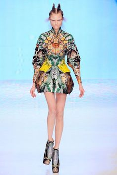 See the complete Alexander McQueen Spring 2010 Ready-to-Wear collection.