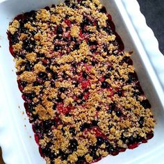 Crumble řezy s tvarohem a rybízem – Snědeno.cz Cereal, Breakfast, Morning Coffee, Breakfast Cereal, Corn Flakes, Morning Breakfast