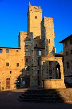 Piazza della Cisterna - San Gimignano (Siena), Tuscany, Italy