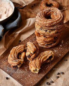 Welcome Febbraio!! Stamattina vi porto in Messico e vi offro la colazione a base di Churro Donuts!! Croccanti ciambelline fritte ripiene di cioccolato! Adatte a tutti, grandi e piccini, purché golosi!! Link diretto in bio...Buon Lunedì 😘😘☕️☕️ #lecolazionidicuokka #chefcuokka #picoftheday #top_food_of_instagram #exclusive_shot #hautecuisines #tv_living #tv_stillife #thewomoms #thefeedfeed #thebakefeed #womoms #womoms_official #breakfasttime #breakfast_and_coffee #ifoodit #bloggalline…