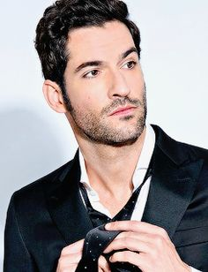 Dapper Devil: Lucifer's Tom Ellis Shows Off the Spring's Standout Suits Pontius Pilatus, Cris Evans, Gorgeous Men, Beautiful People, Tom Ellis Lucifer, Der Gentleman, The Ancient Magus Bride, Gentlemans Club, Morning Star