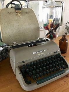 Working Typewriter, Typewriter For Sale, Antique Typewriter, Portable Typewriter, Fathers Day Presents, Bowling Bags, Typewriters, Red Ribbon, Fashion Bags