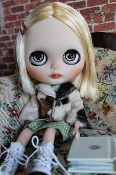 Margot Tenenbaum a custom factory blythe by bearsbywillowdesigns