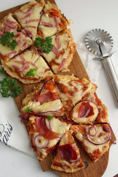 Pizza med blomkålbunn - My Little Kitchen Little Kitchen, Hawaiian Pizza, Vegetable Pizza, Quiche, Food And Drink, Vegetables, Breakfast, Morning Coffee, Kitchen Small