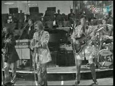 Illés - Amikor én még kis srác voltam ('68/17) Singers, Wrestling, Youtube, Lucha Libre, Singer, Youtubers, Youtube Movies