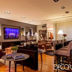 Integrado ao jantar e lounge, o estar assinado pela arquiteta Juliana Pippi compreende uma área de 72 m² que contempla todas as necessidades da família e convidados.