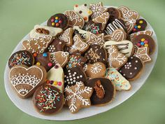 Moha Konyha: Mézeskalács, mézespuszedli Diabetic Recipes, Diet Recipes, Gingerbread Cookies, Christmas Cookies, Iced Cookies, Happy Holidays, Deserts, Food Porn, Xmas