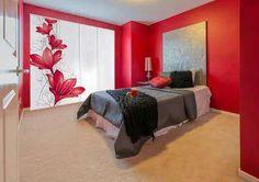 Panel japones, con decoración de flores en tonos rojos. TEJIDOS MONTORNES Bed Room, Ceiling, Windows, Furniture, Home Decor, Shades Of Red, Color Coordination, Curtain Designs, Tablecloth Curtains