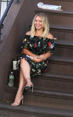 Hilary Duff wearing Saint Laurent Grace Snakeskin Beige Sandals, Tibi Seville Top in Blamu and Tibi Gypsy Skirt in Blamu