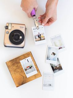 Looking for a handmade-with-love gift that Mom & Dad won't wish they could return? We've got you covered with this DIY Flip Photo Album! Foto Memory, Wedding Cards Keepsake, Flip Photo, Instax Mini Album, Diy Foto, Diy Party Supplies, Ideas Prácticas, Diy Gifts For Friends, Pinterest Diy