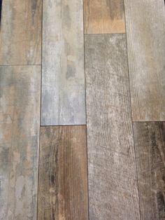 ceramic floor tiles looking like reclaimed wood Bathroom Inspiration, Interior Inspiration, Castle Stones, Wood Floor Pattern, Floor Patterns, Decoration Gris, Buy Tile, Color Tile, Floor Design