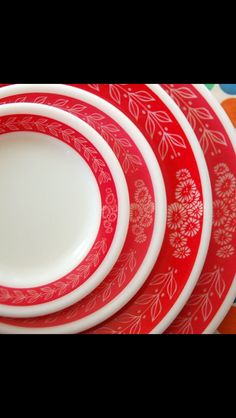 Wish I had this Pyrex dinnerware .... Love the red!