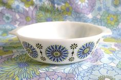 Hey, I found this really awesome Etsy listing at https://www.etsy.com/listing/240314962/rare-pyrex-dish-casserole-dish-jaj-pyrex
