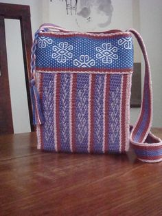 Ravelry: Inkle Loom Weavers - great inkle loom project A pretty use of inkle trim sewn together to make a bag. Card Weaving, Tablet Weaving, Weaving Art, Loom Weaving, Inkle Weaving Patterns, Loom Patterns, Inkle Loom, Fabric Bracelets, Fabric Purses
