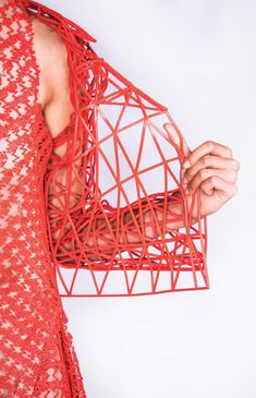 For her fashion design degree at Shenkar university in Tel Aviv, Danit Peleg decided to work with printing to check if it'd be possible to create an entire garment using technology accessible to anyone. Fashion Forms, 3d Fashion, Fashion Prints, 3d Prints, Textile Prints, Textile Design, Impression 3d, Fashion Design Degree, Architect Fashion