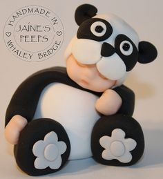 Baby in a panda costume Polymer Clay Figures, Cute Polymer Clay, Polymer Clay Dolls, Fondant Figures, Cake Topper Tutorial, Fondant Tutorial, Baby Cake Topper, Cake Toppers, Baby Shower Cupcakes