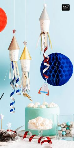 Theme party: Space children's birthday – make great decorations yourself Galaxy Party, Birthday Party Decorations, Birthday Parties, Birthday Kids, Outer Space Party, Cs Lewis, Party Time, Crafts, Space Theme Parties