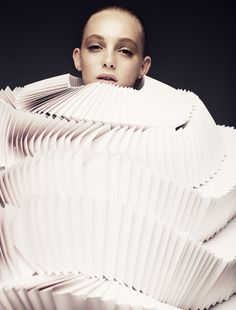 paper art di Bea Szenfeld by Joel Rhodin #paper #paperart #papercraft #papercrafts #dress #hautecouture #hautepapier #white #fashion #art #design #origami