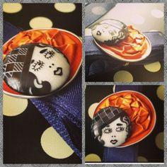 Anello realizzato con capsule Nespresso e bottoni