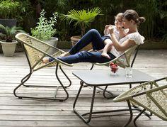Fermob lankatuoli, Sixties-narutuoli, Sixties-ulkotuoli, Fermob Sixties-nojatuoli, värikäs matala klassinen nojatuoli, mukava joustava puutarhatuoli, punottu nojatuoli | SisustaUlkona.fi