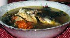 Pepre Watra. Dit recept is een heel simpel en basic. Vroeger na het vissen in Suriname bekeken de mannen welke vis groot genoeg was om te stoven. De kleinere vissen werden dan gebruikt om een Pepre watra van te maken. De vissoort die men toentertijd gebruikte was kwie...