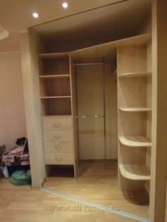 Top 13 Storage Room Door Suggestions to Try to Make Your Room Clean and also Roomy Corner Closet, Corner Wardrobe, Bedroom Wardrobe, Home Bedroom, Closets Pequenos, Closet Layout, Bedroom Cupboards, Bookshelf Design, Cupboard Design
