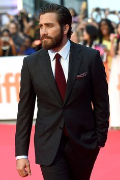 FashionBeans Editors've chosen 3 of the best-dressed men of Will you help us to choose number ❤ Jake Gyllenhaal ❤ Harry Styles ❤ Tom Holland Jake Gyllenhaal, Beard Styles For Men, Hair And Beard Styles, Gossip Girls, Liam Hemsworth, Professional Beard Styles, Black Suits, Black Tuxedo, Elegant Man